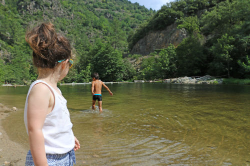 Rivers, coves and small beaches along the edges of the River Eyrieux