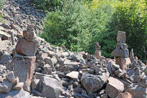 relief-rocheux-volcanique-chirousses-pranles