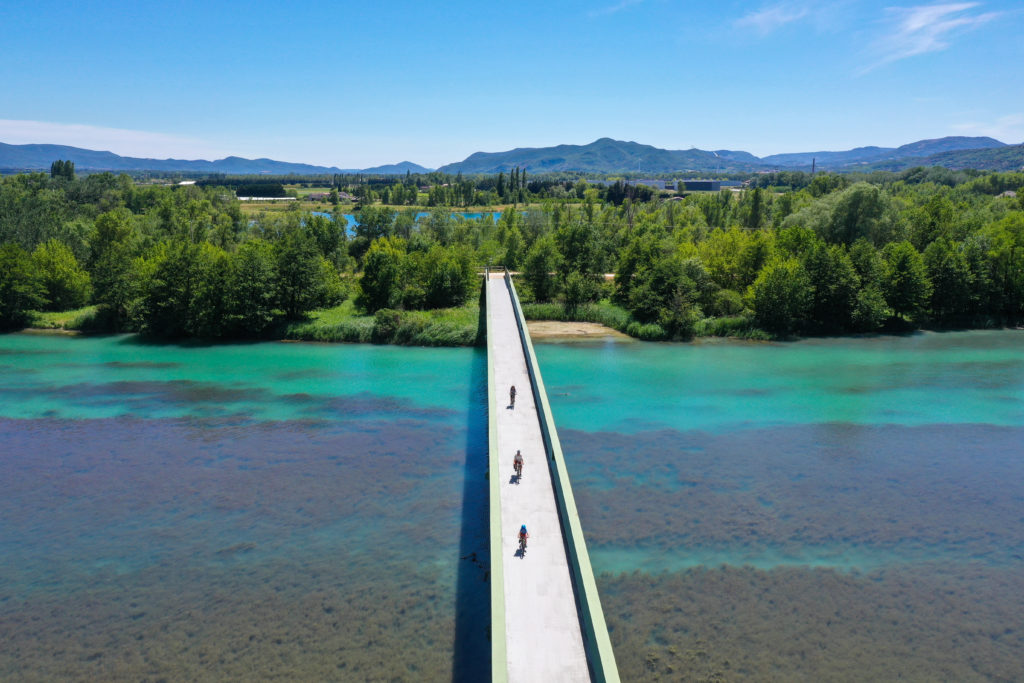 Faites l'Ardèche à vélo… sur les voies douces, les voies vertes et les routes de l'Ardèchoise.