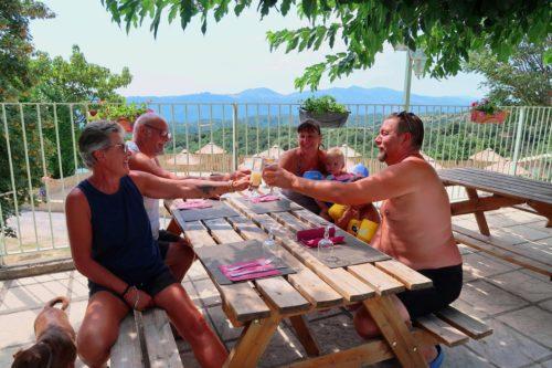 vacances-camping-gilhac-ardeche-terrasse