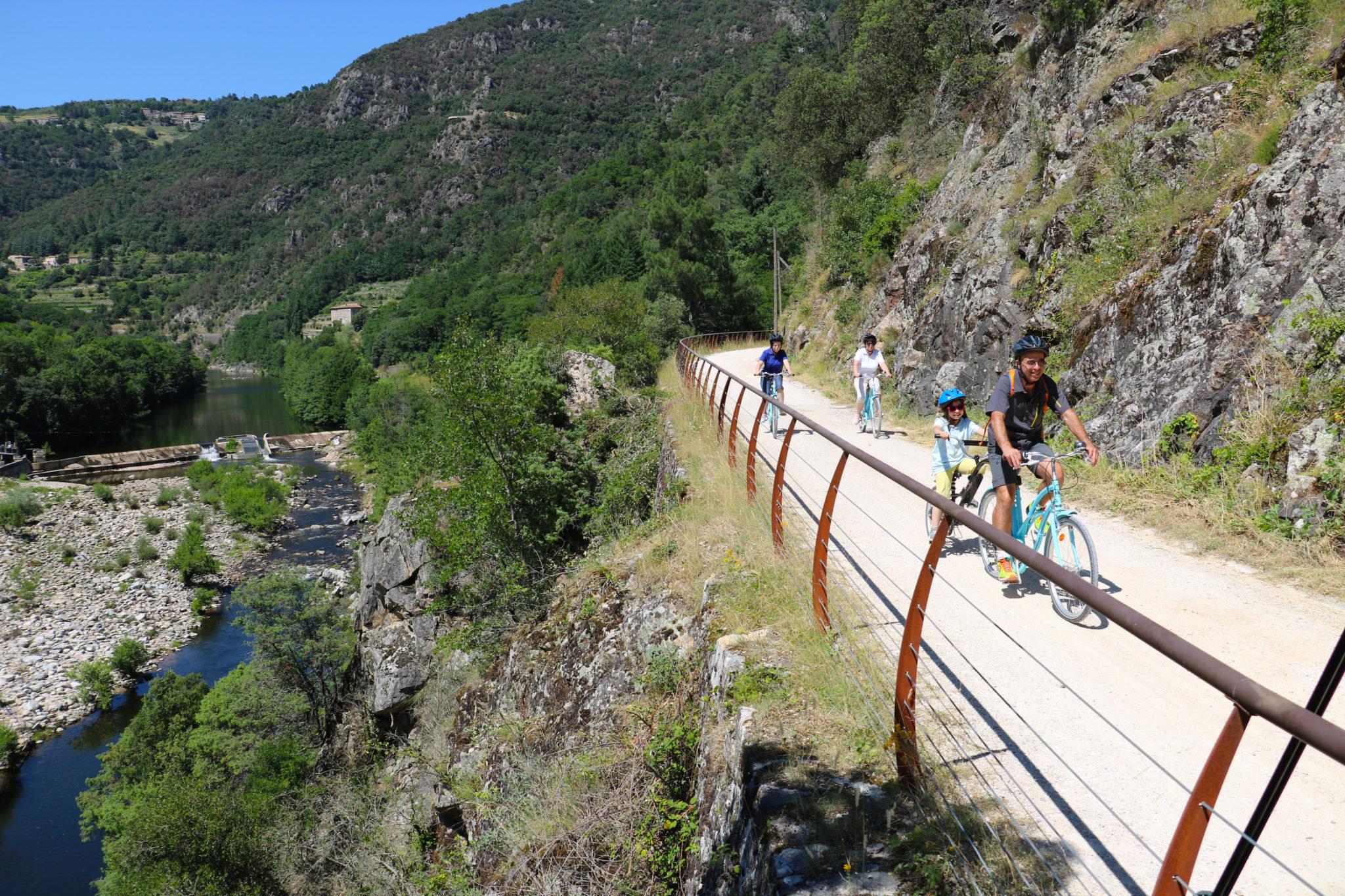 Vacances à vélo en Ardèche Buissonniere