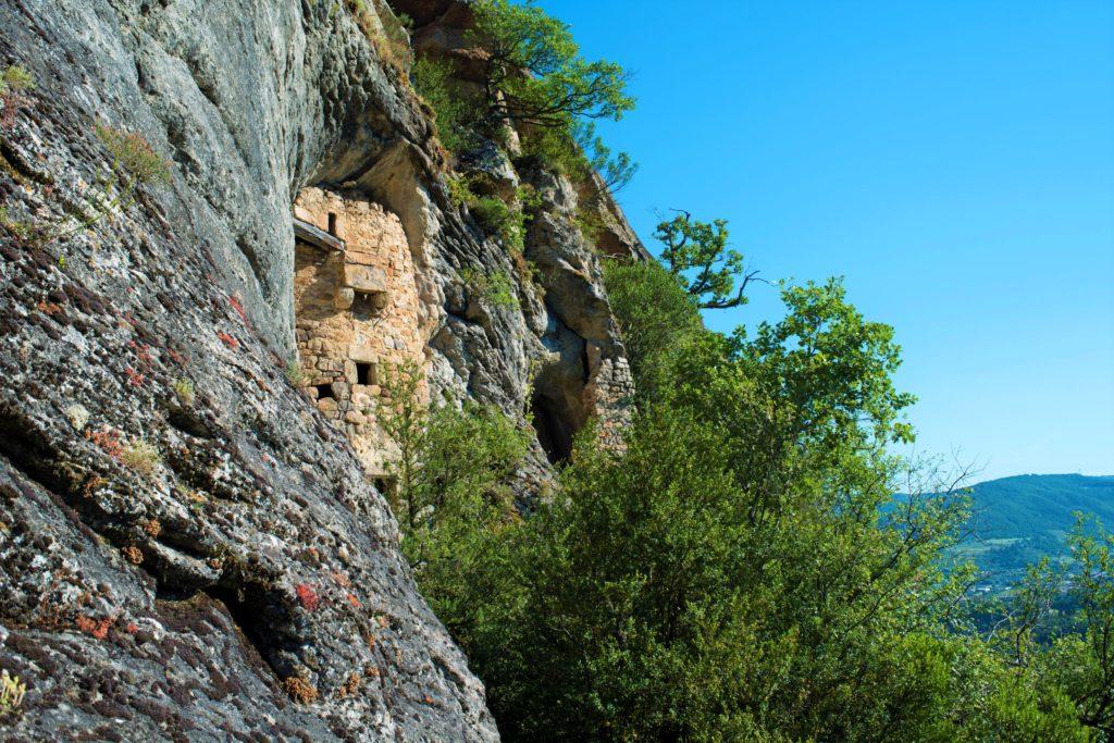 grotte troglodyte de la Jaubernie, Coux, OT Privas Centre Ardèche, L'Ardèche Buissonnière, patrimoine, randonnée, nature, paysages