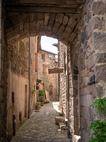@Le Caillou aux Hiboux - Village de caractère de Chalencon, Ardèche