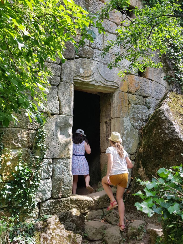 Châteaux et grottes en Ardèche - Ardèche Buissonnière