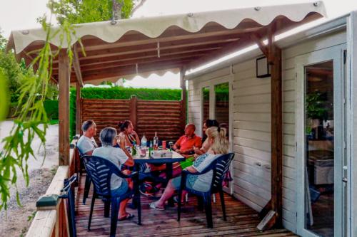 Quiétude et convivialité au camping Le Bois de Prat